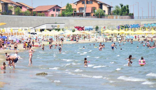 Foto: Record de turişti, pe litoral, în minivacanţa de Sfânta Maria
