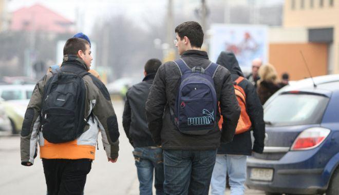 """Foto: Scandal pe transportul elevilor  din judeţ. """"Sunt iresponsabili!"""""""