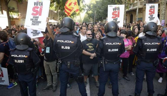 Foto: Referendum pentru independenţa Cataloniei. Poliţia spaniolă a tras cu gloanţe de cauciuc!
