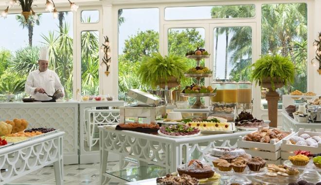 Ce se mânca la mesele regale. Sarmalele în foi de viţă, mămăliga şi prăjiturile Caraiman, servite încă din secolul al XIX-lea - regal4-1477667080.jpg