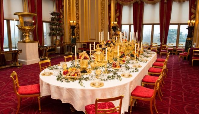 Ce se mânca la mesele regale. Sarmalele în foi de viţă, mămăliga şi prăjiturile Caraiman, servite încă din secolul al XIX-lea - regale2-1477667096.jpg