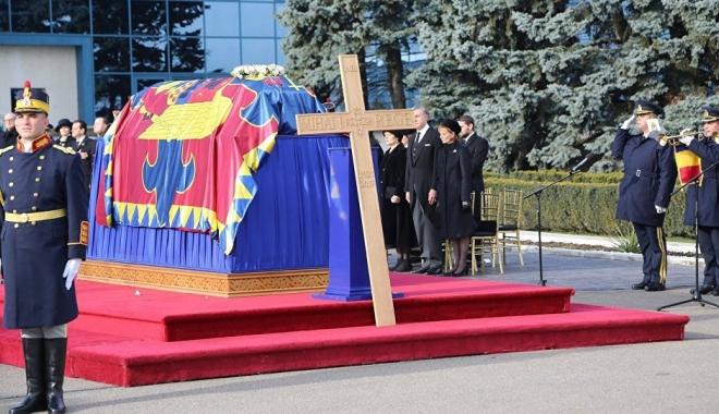 Foto: Parastasul de 40 de zile de la moartea regelui Mihai are loc astăzi, la Curtea de Argeş