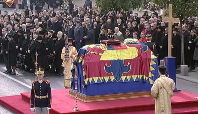 Foto: UPDATE. GALERIE FOTO / Regele Mihai, condus astăzi pe ultimul drum