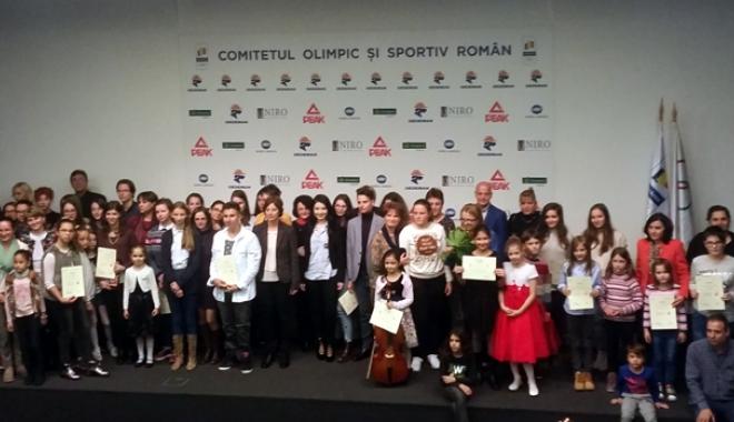 """Foto: Elevii Colegiului de Arte """"Regina Maria"""", premiaţi"""