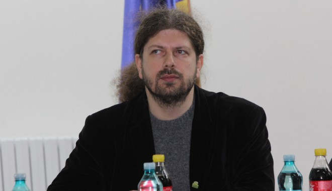 Foto: Remus Cernea va iniţia o lege privind câinii comunitari