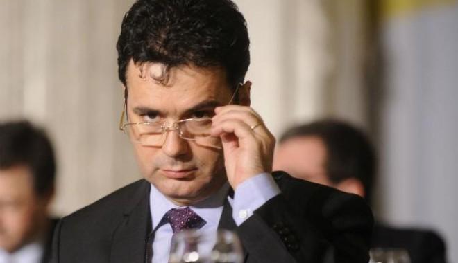 "Foto: Ministrul Remus Pricopie vine la Colegiul ""Mircea"""
