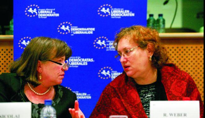Foto: Renate Weber și Norica Nicolai, susținute  de Tăriceanu pentru europarlamentare
