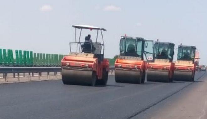 Foto: Sezonul estival întrerupe lucrările de reparații de pe Autostrada Soarelui
