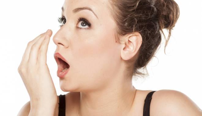Foto: Respiraţia urât mirositoare poate fi simptomul unor boli grave. Află ce afecţiuni se ascund în spatele ei