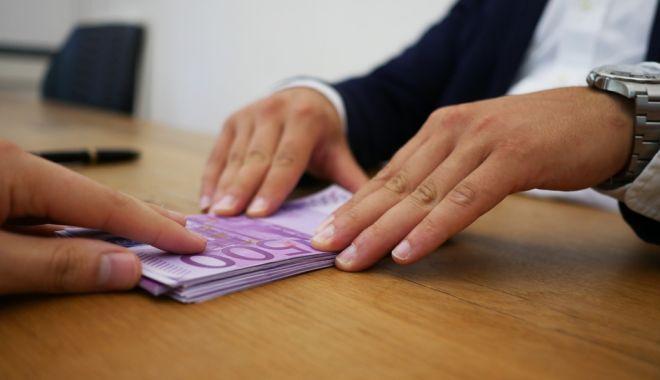 Restanţele românilor la bănci au scăzut în luna septembrie - restantelelabancisursaziarecom-1603731974.jpg
