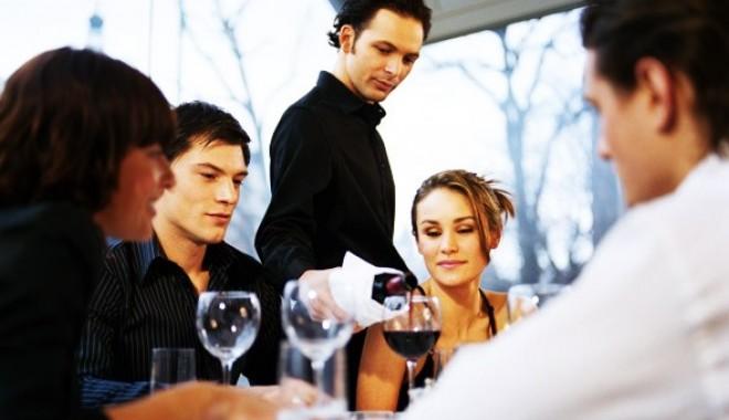 Foto: ANAT propune trecerea bacşişului pe nota de plată la restaurant
