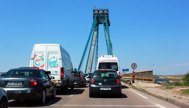 Foto: Cum să distrugi turismul în sudul litoralului cu un pod în paragină şi o armată de idioţi