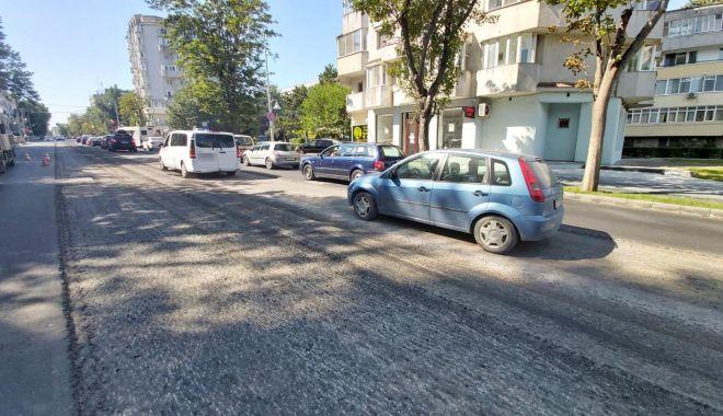 Foto: Restricții de trafic pe bulevardul Tomis. Se toarnă asfalt