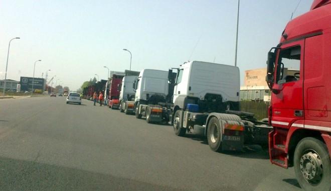 Foto: Restricţii pentru TIR-uri pe şoselele din judeţul Constanţa