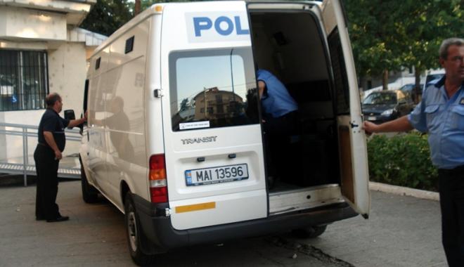 Foto: Reţinut la Constanţa, după ce a furat peste 100.000 lei dintr-o rulotă