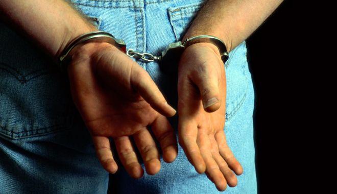 Foto: Reţinut pentru că a furat poşete dintr-un restaurant din staţiunea Mamaia