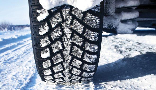 Foto: Revin ninsorile! Şoferii, avertizaţi să păstreze anvelopele de iarnă