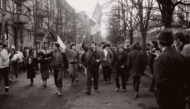 Foto: MOMENT ISTORIC! Dosarul Revoluţiei, finalizat după 30 de ani