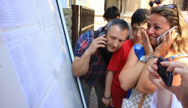 Foto: Evaluarea Națională a cernut sita. Cine râde și cine plânge