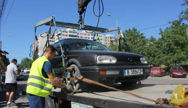 Foto: Primăria Constanţa caută firmă să ridice maşinile abandonate