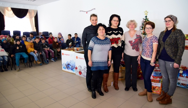 Angajații Rompetrol Rafinare, Moș Crăciun pentru copiii nevoiași din Năvodari - rimpetrol1-1482335453.jpg
