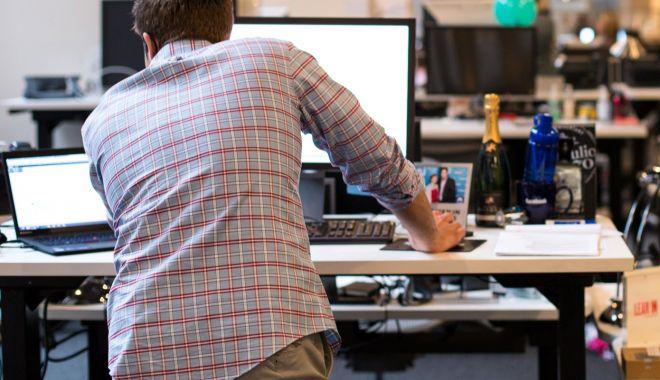 Foto: Ce boli puteţi face stând la birou