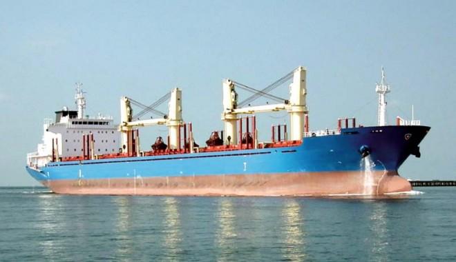"""Foto: Comandantul navei """"R.M. Pioneer""""  a refuzat să trădeze echipajul"""