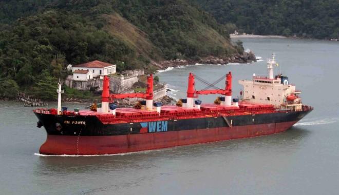 Foto: Doliu în navigaţie / Comandantul navei RM POWER, acuzat de crimă, a murit în drum spre ţară