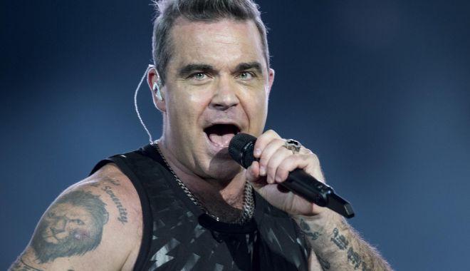 Foto: Cântărețul Robbie Williams își serbează ziua de naștere