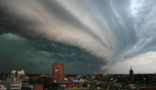 România se situează la nivelul 8 pe scara de la 1 la 10 a fenomenelor meteo extreme - rollingthundercloud-1592040220.jpg