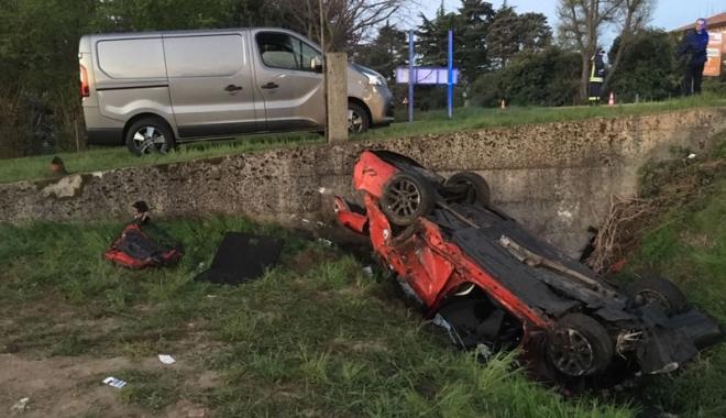 Foto: Două românce şi-au pierdut viaţa într-un accident înfiorător, în Italia
