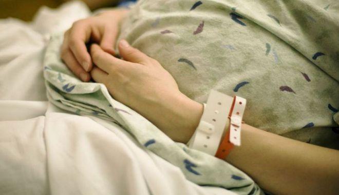 Foto: ANCHETĂ ÎN SPITAL! O tânără însărcinată în luna a şaptea reclamă că fătul ei a murit în urma tratamentului din spital