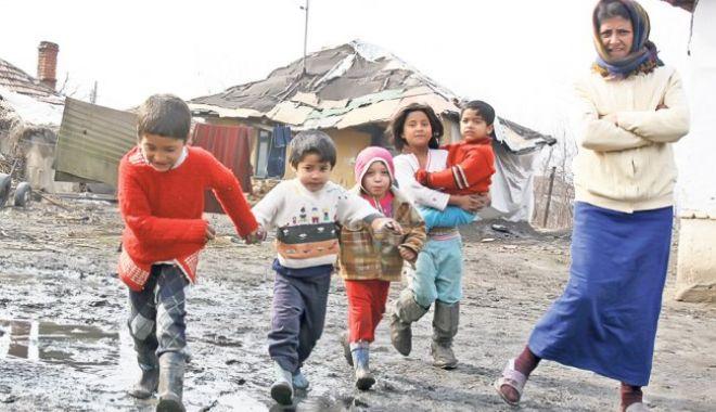 Foto: ȚEAPĂ! Ce au făcut romii după ce au primit 1500 € de la statul italian ca să plece din Roma