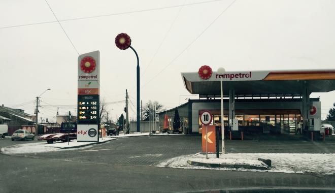 Foto: Rompetrol îşi întâmpină clienţii în benzinării cu ceaiuri calde