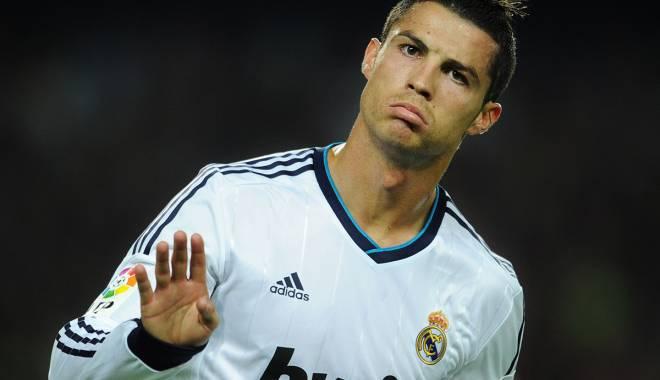 Foto: Fotbal: Cristiano Ronaldo și-a dezvelit statuia și efigia, în orașul natal Funchal