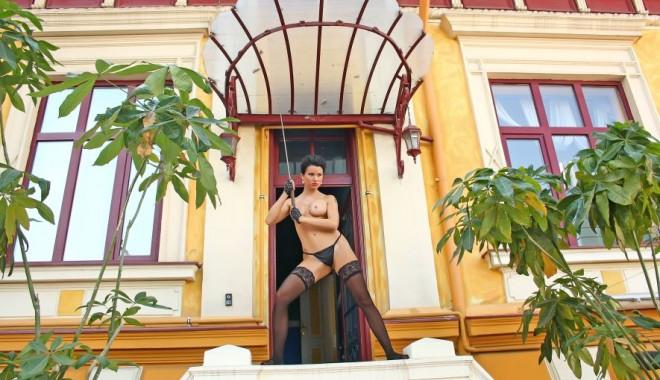 Roxana Marinescu, goală în