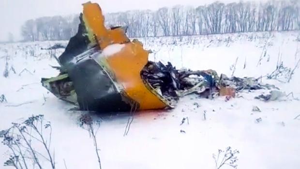 Foto: Avionul rusesc care s-a prăbușit lângă Moscova a explodat la contactul cu solul
