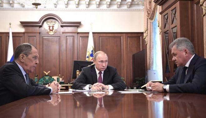 Foto: Rusia îşi suspendă participarea la INF şi va dezvolta rachete hipersonice