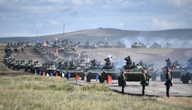 """Foto: Nori negri la… Marea Neagră. """"Zgomotul armelor - război pe scară largă"""""""