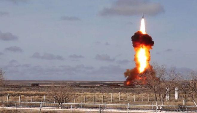 Foto: Rusia produce cutremurul. A testat cu succes o rachetă intercontinentală