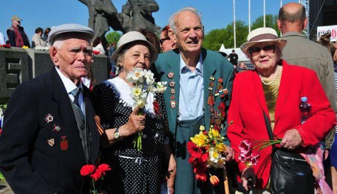 Foto: Ruşii din Letonia au sărbătorit  victoria sovieticilor asupra naziştilor