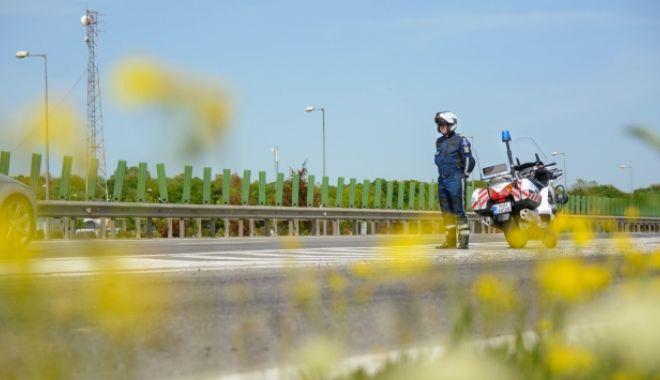 Foto: Avertisment al polițiștilor pentru șoferi: Nu opriți nejustificat pe banda de urgență a autostrăzilor