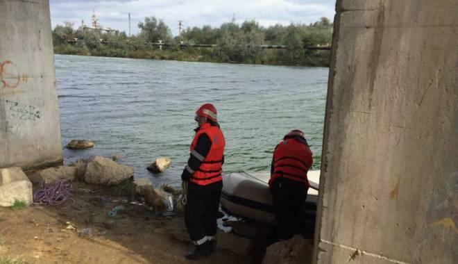 Foto: S-a aruncat în gol de pe podul din Năvodari