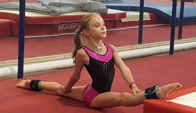 Sabrina Voinea se antrenează din greu în sala de gimnastică - sabrina1-1592229135.jpg