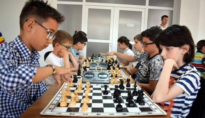 """Foto: Concursul de şah """"Elisabeta Polihroniade"""" şi-a desemnat câştigătorii"""