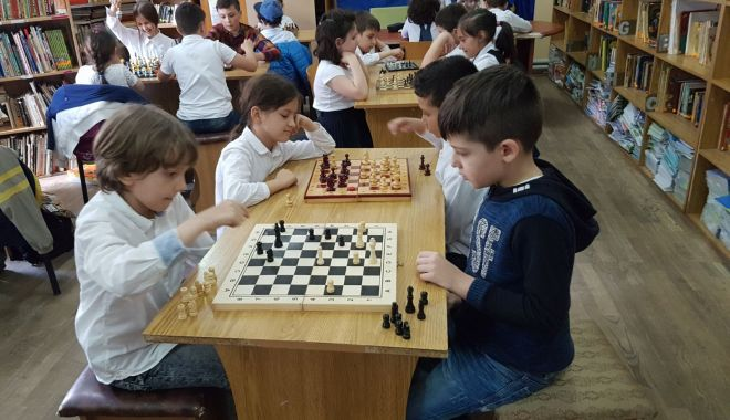 """Foto: """"Şahul ca o poveste"""". Concurs de şah pentru copii, la Constanţa"""