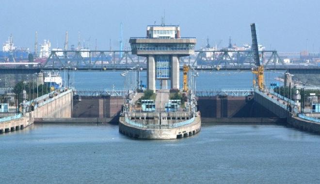 Foto: COD ROŞU DE VISCOL LA CONSTANŢA! Salariaţii Administraţiei Canalelor Navigabile, întorşi din drum