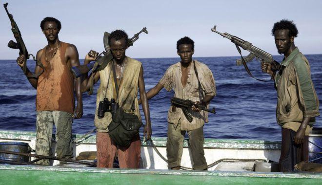 Foto: Salariile navigatorilor răpiți de pirați vor fi plătite familiilor, pe perioada captivității