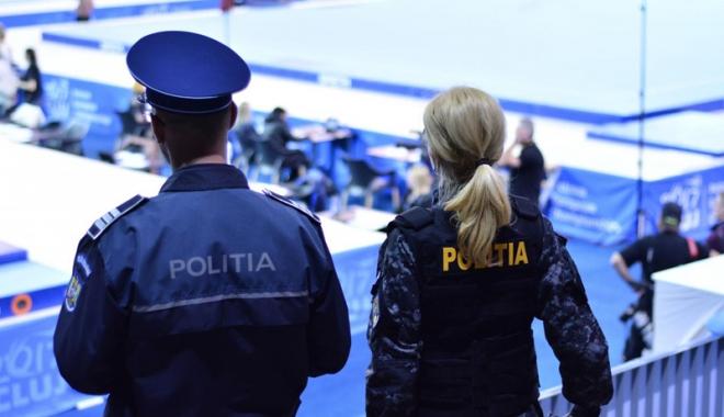 Foto: Salarii mărite şi patrule în echipă. Promisiunile făcute poliţiştilor,  după înjunghierea colegului lor