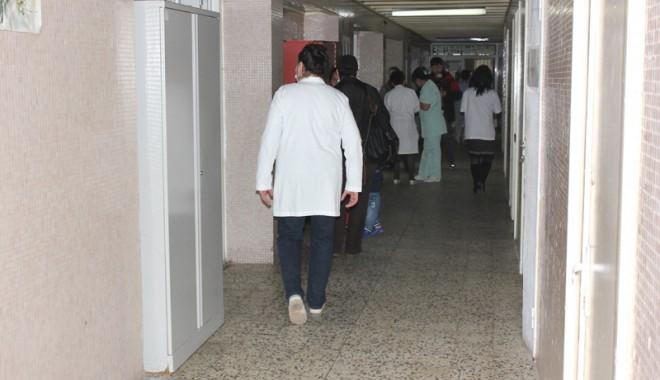 Foto: Salarizarea medicilor,  în funcţie  de performanţe